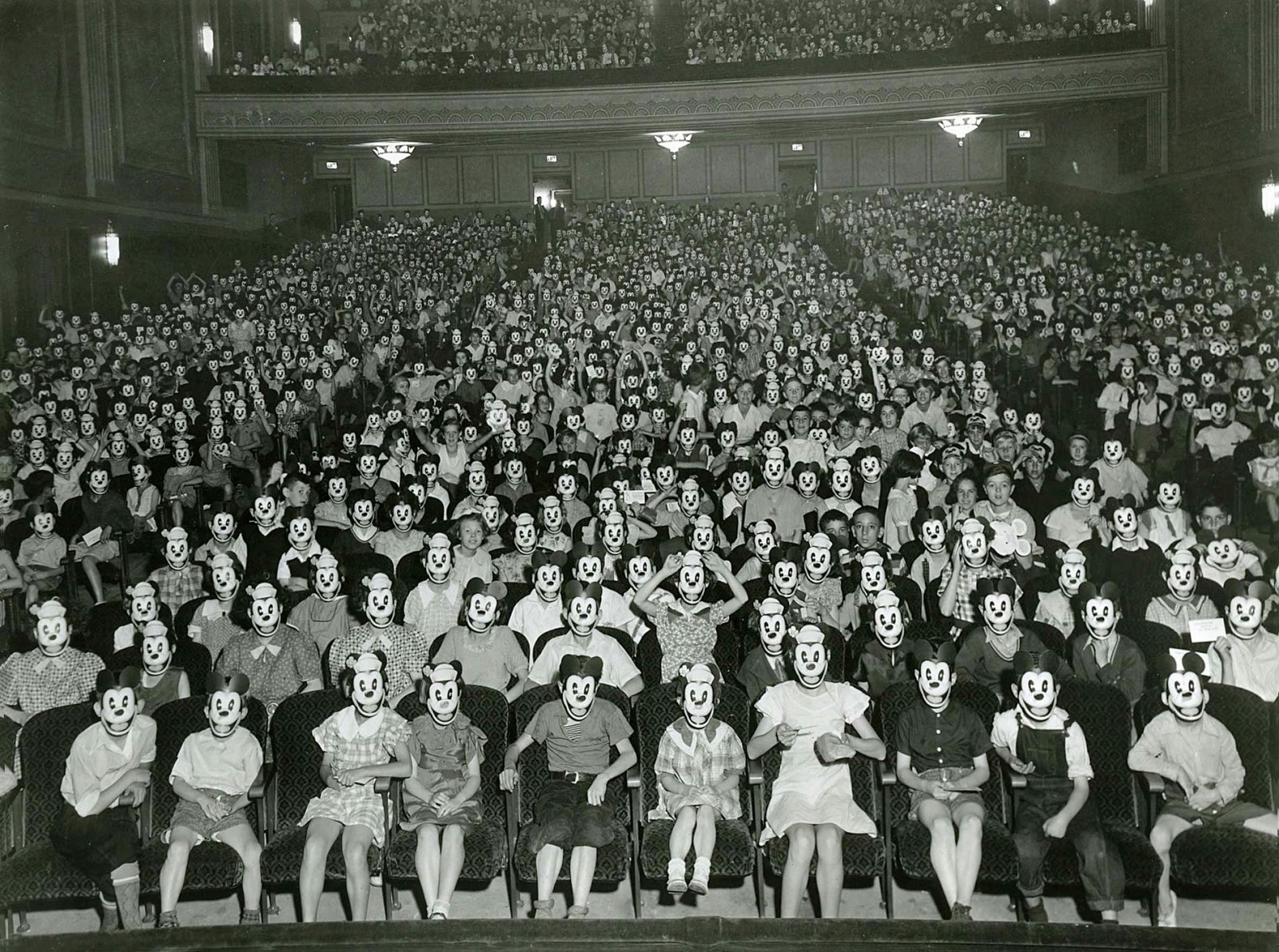 https://forumbilder.com/images/2019/08/24/A-meeting-of-the-Mickey-Mouse-Club-early-1930s.jpg